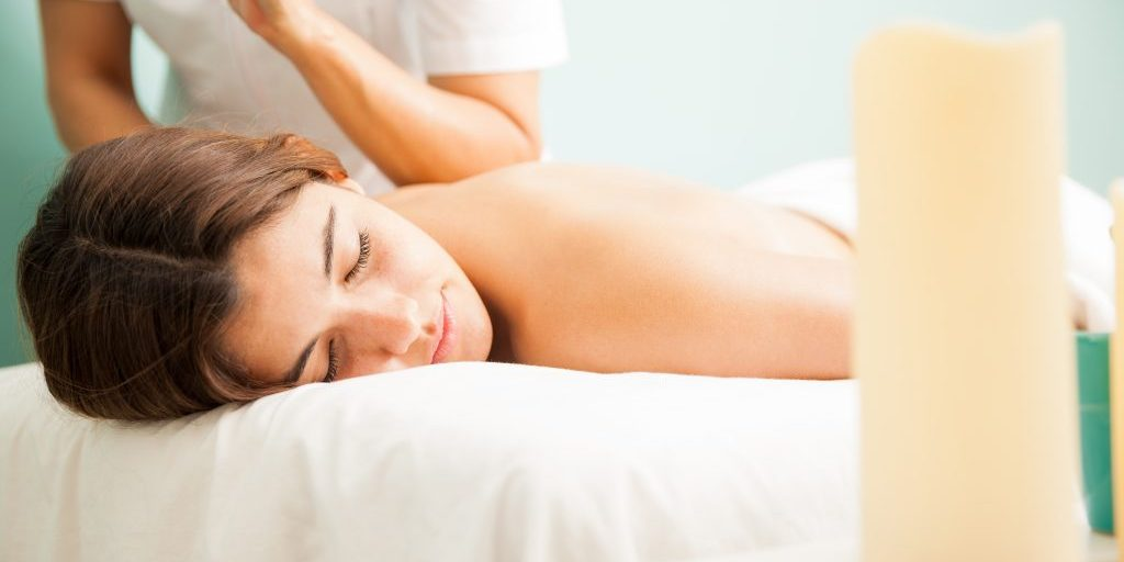 Female therapist giving a lomi lomi massage to a customer at a health clininc and spa